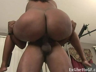Big black lady banged in the gym