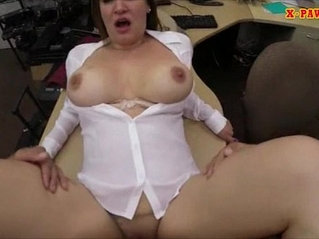 Big boobs amateur woman got her pussy banged by pawnkeeper